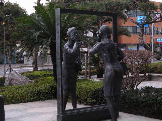 済州島のロベロホテル前にある銅像が謎過ぎる