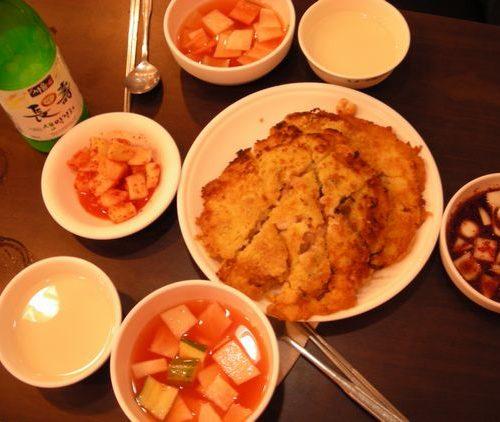 韓国人はマッコリを水でも飲むかのようにフツーに昼間から飲む