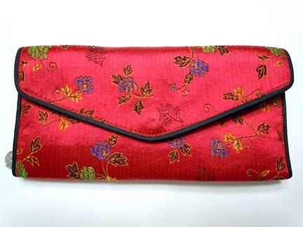 赤い財布は良くない?トンヨンヌビの赤い財布